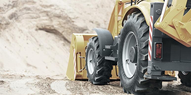 Wheel_loader_at_construction_site_big